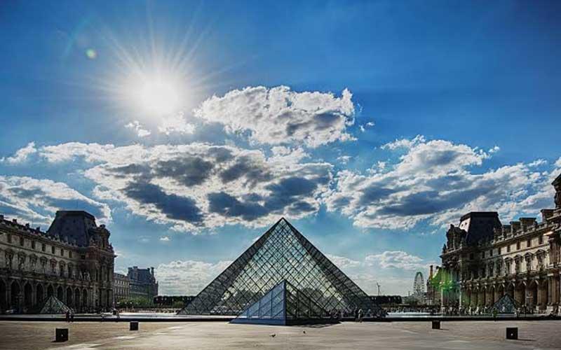 Louvre-Museum-web